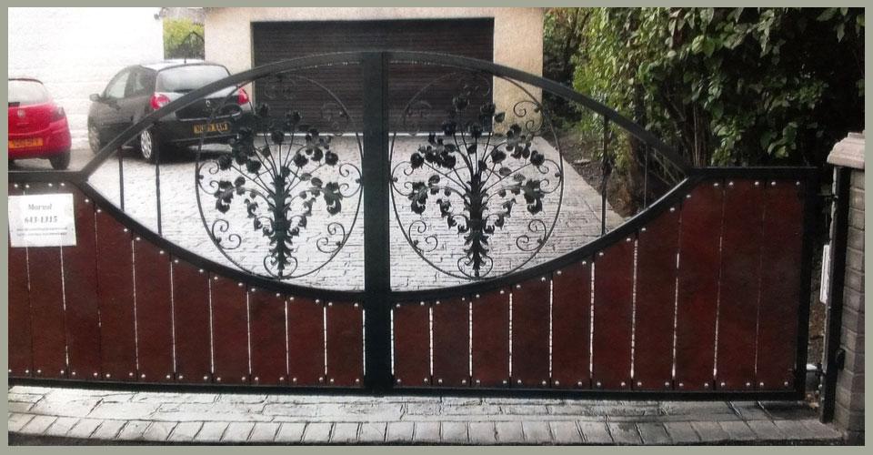 Cast iron domestic gate