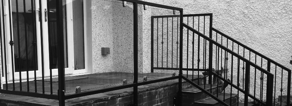 bespoke-balcony-with-steel-glass-handrails1